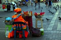 1. Najbardziej charakterystyczny widok Kartageny - panie w kolorowych strojach sprzedające owoce