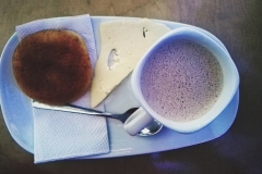 chocolate santafereńo - con queso y almojabana