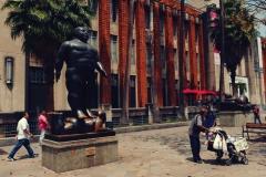 Jedena z wielu rzeźb Fernando Botero w centrum Medellin