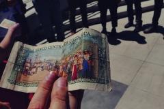 Banknot 5-colonowy, wycofany już z użytku. Teraz w Kostaryce używa się tysięcy i milionów.