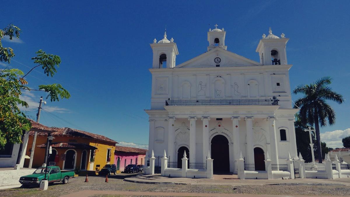 Katedra w Suchitoto (2)