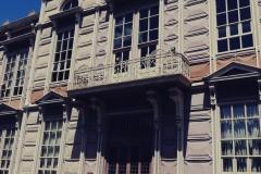 Ten budynek podobno w całości zbudowany jest z blachy